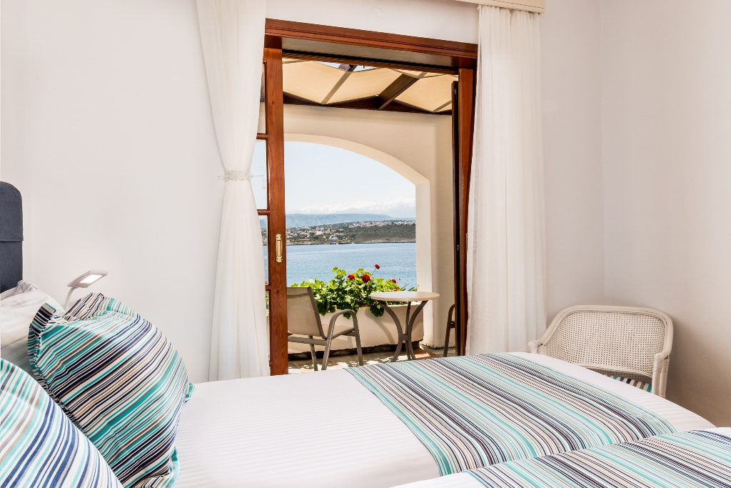 sea view bedroom- single beds
